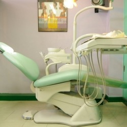 dental-world-manila-st.lukes-dentist-chair-mint-green