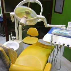 dental-world-manila-sm-mall-of-asia-yellow-dentist-chair-front